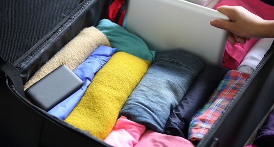 Actualiza Web, ropa enrollada maleta.jpg