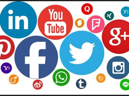 Actualiza Web, actividad en los medios sociales