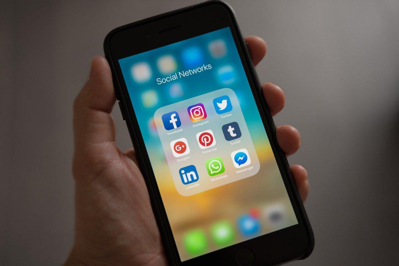 Actualiza Web, redes sociales